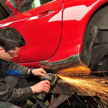 إصلاح هيكل وطلاء السيارة